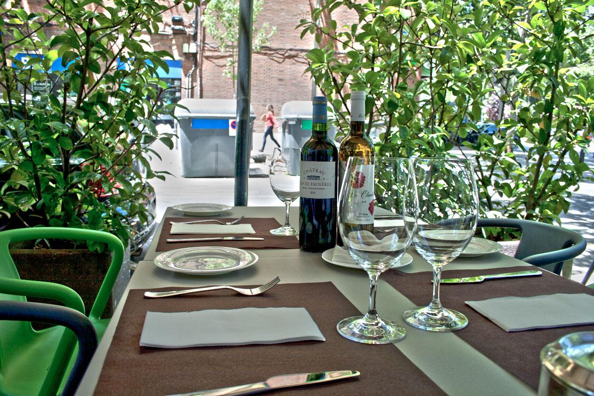 Terraza para picotear en Viavélez Madrid